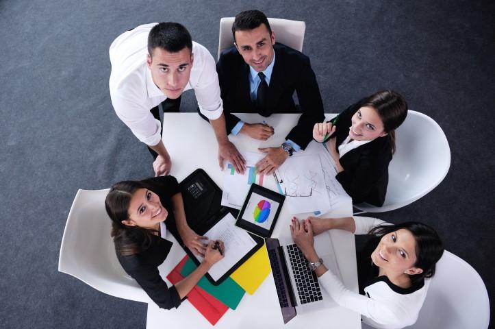 Quelle différence entre associé et actionnaire ?